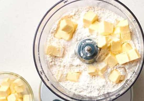 V chashu kombajna polozhite polovinu masla