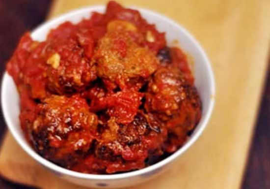 как приготовить фрикадельки и зговяжьго, бараньего и свиного фарша в томатном соусе.