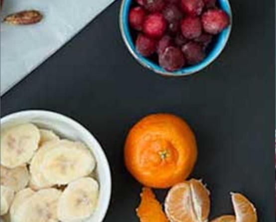 Пошаговый рецепт - как сделать смузи из клюквы банана и мандаринов