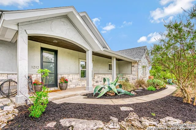 https zerodown com explore texas greater san antonio comal county new braunfels farmhouse for sale