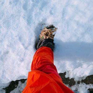 実は、今日は店主一人にお店を任せて雪の御岳山に来ていますひゃっほう!! でも…ある筈のアイゼンがどうしても見当たらず荒縄を靴に巻いてしのいでますこれが意外と滑らないんです。Wストックは使っていますけれど。ケーブルカーは運行していました#蔵 #筏 #ikada #japan #Tokyo #mitake #御岳 #御岳山 #mitakesan #御岳渓谷  #御嶽駅 #奥多摩 #多摩川 #ブドウ山椒 #おにぎり #スノーアタック #アルパインクライミング #武蔵御嶽神社 #御岳登山鉄道 #ペット可 #犬  #荒縄 #blackdiamond #Wストック