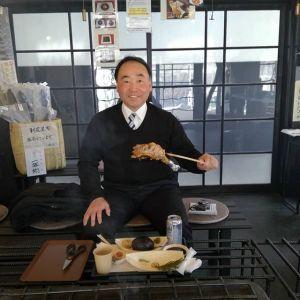 """蔵が気になって来て下さったお客様ですご自身のおうちには蔵が二つあるそうで、林業もなさっておられるとの事。筏流しに縁があるお仕事という事で、蔵の一階にある""""筏流しの歴史展示""""をじっくり見て下さいましたご来店ありがとうございました #蔵 #筏 #ikada #japan #Tokyo #mitake #御岳 #御岳山 #mitakesan #御岳山ロックガーデン #武蔵御嶽神社 #多摩川 #御岳渓谷 #奥多摩 #ブドウ山椒 #おにぎり#tasty #バイク #ロードバイク #カヌー #カヤック #リバーSUP #デッドエンド #ジムニー #JA22 #ペット可"""
