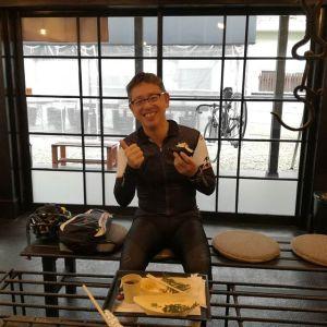 常連さんの @yajirobey さんが、曇って肌寒い中、お昼ごはんに来て下さいました 今日は雨が降りそうなのでサイクルラックは屋根の下に置いています🚴yajirobeyさんのpicたちは素敵なものばかりで、毎回見るのが楽しみです いつもご来店ありがとうございます🚴 #蔵 #筏 #ikada #japan #Tokyo #mitake #御岳 #御岳 #mitakesan #御岳山ロックガーデン #武蔵御嶽神社 #多摩川 #御岳渓谷 #奥多摩 #ブドウ山椒 #おにぎり #味玉 #tasty #バイク #ロードバイク #カヌー #カヤック #リバーSUP #デッドエンド #ジムニー #ペット可 #trek