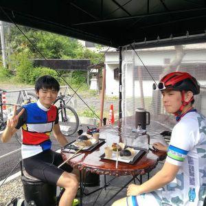 サイクルハーバー青梅さんで青梅市街地や御岳周辺のルート&炭鳥 筏を教えてもらって、お昼ごはんに来て下さったロードバイク乗りのお二人です🚴🚴 この後は、気ままに走るとの事良い一日をご来店ありがとうございました http://ikadamitake.com#蔵 #筏 #ikada #japan #Tokyo #mitake #御岳 #御岳山 #mitakesan #御岳山ロックガーデン #武蔵御嶽神社 #多摩川 #御岳渓谷 #奥多摩 #ブドウ山椒 #おにぎり #味玉 #tasty #バイク #ロードバイク #ポタリング #サイクルハーバー青梅 #look #merida