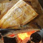 本日の、ばくだんおにぎりの鮭です#筏 #ikada #御岳 #御岳山 #御岳山ロックガーデン #武蔵御嶽神社 #多摩川 #御岳渓谷 #奥多摩 #ブドウ山椒 #おにぎり #tasty #バイク #ロードバイク #デッドエンド #ジムニー #JA22 #ペット可 #鮭