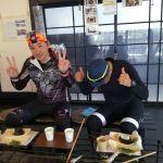 インスタをご覧になって来て下さったお二人です横浜から片道75km、自走でいらっしゃいました😮️ 「お腹いっぱい!眠くなりました」と仰いましたが、これから又75km走るんですよね🚴🚴 ご来店ありがとうございました #蔵 #筏 #ikada #japan #Tokyo #mitake #御岳 #御岳山 #mitakesan #御岳山ロックガーデン #武蔵御嶽神社 #多摩川 #御岳渓谷 #奥多摩 #ブドウ山椒 #おにぎり#tasty #バイク #ロードバイク #カヌー #カヤック #リバーSUP #デッドエンド #ジムニー #JA22 #ペット可  #guerciotti #FELT