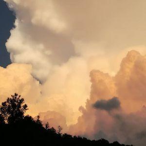 過去pic、印象的な4日前と2日前の、御岳の夕暮れ時。台風が来る前にpostしました http://ikadamitake.com 営業時間11~17時(夏季)木曜定休(祭日は営業)※むかし鳥、ばくだんは数に限りがございます。1個からお取り置き致します♪Tel.0428-85-8726#炭鳥 #蔵 #筏 #ikada #むかし鳥 #mitake #tokyo #御岳 #御岳山 #御岳山ロックガーデン #武蔵御嶽神社 #多摩川 #御岳渓谷 #ランチ #奥多摩フィッシングセンター #奥多摩 #日原鍾乳洞 #味玉 #バイク #ロードバイク #カヌー #カヤック #リバーSUP #ラフティング #デッドエンド #ペット可 #夕暮れ時