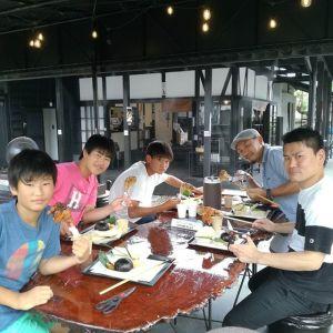 神奈川県からお越しの2家族・5名様です#ビッグスマイルラフティング で川下りを楽しんだ後、お昼ごはんに来て下さいました お盆休みをエンジョイなさっていますね🤗ご来店ありがとうございましたhttp://ikadamitake.com 営業時間11~17時(夏季)木曜定休(祭日は営業)※むかし鳥、ばくだんは数に限りがございます。1個からお取り置き致します♪Tel.0428-85-8726#炭鳥 #蔵 #筏 #ikada #むかし鳥 #mitake #tokyo #御岳 #御岳山 #御岳山ロックガーデン #武蔵御嶽神社 #多摩川 #御岳渓谷 #ランチ #奥多摩フィッシングセンター #奥多摩 #日原鍾乳洞 #味玉 #バイク #ロードバイク #カヌー #カヤック #リバーSUP #ラフティング #デッドエンド #ペット可
