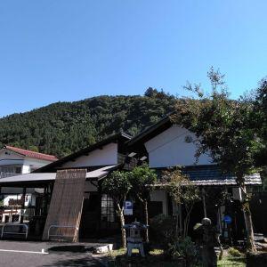 雲一つない青空、山の緑もイキイキ🏞️ http://ikadamitake.com営業時間11~17時(夏季)木曜定休(祭日は営業)※むかし鳥、ばくだんは数に限りがございます。1個からお取り置き致します♪Tel.0428-85-8726#炭鳥 #蔵 #筏 #ikada #むかし鳥 #す #mitake #tokyo #御岳 #御岳山 #御岳山ロックガーデン #武蔵御嶽神社 #多摩川 #御岳渓谷 #御岳ランチ #奥多摩フィッシングセンター #奥多摩 #日原鍾乳洞 #味玉 #バイク #ロードバイク #カヌー #カヤック #リバーSUP #ラフティング #デッドエンド #ペット可