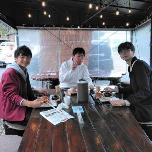 """神奈川県からお越しの三人様ですネットで""""御岳ランチ""""で検索なさって、炭鳥ikadaをお選び下さいました🤗むかし鳥はお気に召して頂けたでしょうかご来店ありがとうございましたhttp://ikadamitake.com営業時間11~16時(冬季)木曜定休(祭日は営業)※むかし鳥、ばくだんは数に限りがございます。1個からお取り置き致します♪Tel.0428-85-8726#炭鳥蔵ikada #むかし鳥 #炭鳥ikada #ばくだん #mitake #tokyo #御岳 #御岳山 #御岳山ロックガーデン #武蔵御嶽神社 #多摩川 #御岳渓谷 #東京アドベンチャーライン #御岳ランチ #奥多摩フィッシングセンター #奥多摩 #日原鍾乳洞 #味玉 #バイク #ロードバイク #カヌー #カヤック #riversup  #デッドエンド #ペット可"""
