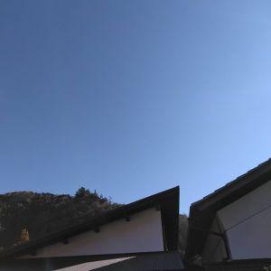 雲一つない青空今日の御岳は快晴ですhttp://ikadamitake.com営業時間・1月〜  3月 11〜16時  4月〜12月 11〜17時金曜定休(祭日は営業)※むかし鳥、ばくだんは数に限りがございます。1個からお取り置き致します♪Tel.0428-85-8726#むかし鳥 #炭鳥ikada #ばくだん #mitake #tokyo #御岳 #御嶽駅 #御岳山 #御岳山ロックガーデン #武蔵御嶽神社 #御岳神社 #多摩川 #御岳渓谷 #東京アドベンチャーライン #御岳ランチ #奥多摩フィッシングセンター #奥多摩 #日原鍾乳洞 #okutama #バイク #ロードバイク #カヌー #カヤック #riversup  #デッドエンド #ペット可 #青空