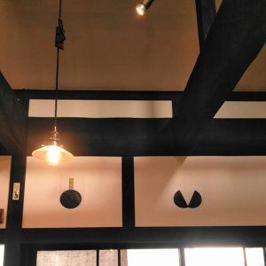 """店内、入口の上の壁に貼ってあるこれ♪何だかお分かりでしょうか?これらは店主がデザインした、意匠的な""""ばくだん""""と""""ばくだん割り""""なんですむかし鳥を焼いている間、良かったら眺めてみて下さいhttp://ikadamitake.com営業時間・1月〜  3月 11〜16時  4月〜12月 11〜17時金曜定休(祭日は営業)※むかし鳥、ばくだんは数に限りがございます。1個からお取り置き致します♪Tel.0428-85-8726#むかし鳥 #炭鳥ikada #ばくだん #mitake #tokyo #御岳 #御嶽駅 #御岳山 #御岳山ロックガーデン #武蔵御嶽神社 #御岳神社 #多摩川 #御岳渓谷 #東京アドベンチャーライン #御岳ランチ #奥多摩フィッシングセンター #奥多摩 #日原鍾乳洞 #okutama #バイク #ロードバイク #カヌー #カヤック #riversup  #デッドエンド #ペット可"""