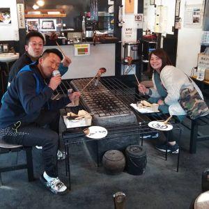 羽村市からお越しのリピーターのご夫婦が、今日はお友達と一緒にお越し下さいました炭鳥ikadaは青梅マラソンの迂回路にあるので、ドライブ中にお立ち寄り下さったと思い尋ねたところ「ここを目当てに来ました」と嬉しいお言葉を頂きました🤗毎度ご来店ありがとうございます️http://ikadamitake.com営業時間・1月〜  3月 11〜16時4月〜12月 11〜17時金曜定休(祭日は営業)※むかし鳥、ばくだんは数に限りがございます。1個からお取り置き致します♪Tel.0428-85-87#むかし鳥 #体験型 #炭鳥ikada #ばくだん #mitake #tokyo #御岳 #御嶽駅 #御岳山 #御岳山ロックガーデン #武蔵御嶽神社 #御岳神社 #多摩川 #御岳渓谷 #東京アドベンチャーライン #御岳ランチ #奥多摩フィッシングセンター #奥多摩 #日原鍾乳洞 #okutama #バイク #ロードバイク #カヌー #カヤック #riversup  #デッドエンド #ペット可