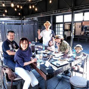 青梅市内からご予約でお越しのご家族です「じぃじ&ばぁばは、山形から来ました」とは、向かって左の、ご両親のお言葉ですこの後は、美味しいお酒を作っている #澤乃井 さんに行かれるそうですご来店ありがとうございました🏞️http://ikadamitake.com営業時間・4月〜12月 11〜17時1月〜3月 11〜16時金曜定休(祭日は営業)※むかし鳥、ばくだんは数に限りがございます。1個からお取り置き致します♪Tel.0428-85-8726#むかし鳥 #体験型 #炭鳥ikada #ばくだん #mitake #御岳 #御嶽駅 #御岳山 #御岳山ロックガーデン #武蔵御嶽神社 #御岳神社 #御岳渓谷 #東京アドベンチャーライン #御岳ランチ #奥多摩フィッシングセンター #奥多摩 #日原鍾乳洞 #イマタマ #バイク #ロードバイク #サイクリング #カヌー #カヤック #ラフティング #riversup #デッドエンド #ペット可