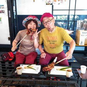 ご常連のご夫婦 @jin.harashima さん& @makikobear さんです今日は、makikobearさんにお願いしていた、青梅夜具地の #テディベァ の作品たちを納めに来て下さいました次のpostでご紹介致しますhttp://ikadamitake.com営業時間・4月〜12月 11〜17時1月〜3月 11〜16時金曜定休(祭日は営業)Tel.0428-85-8726#むかし鳥 #体験型 #炭鳥ikada #ばくだん #mitake #御岳 #御嶽駅 #御岳山 #御岳山ロックガーデン #武蔵御嶽神社 #御岳神社 #御岳渓谷 #御岳ランチ #奥多摩フィッシングセンター #奥多摩 #日原鍾乳洞 #奥多摩湖 #バイク #ロードバイク #サイクリング #カヌー #カヤック #ラフティング #riversup #御岳ボルダー #ペット可 #青梅夜具地 #テディベア