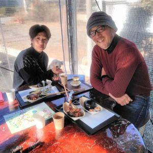 """神奈川県からお越しの、ご常連のロードバイク乗りのご夫婦 @tatsuo4690 さん& @yuko.573 さんです昨年の1月3日同様、今年も松の内に車で、可愛いワンちゃんと一緒に来て下さいました🤗🥚""""こなみちゃん""""は #ロングコートチワワ の14歳の女の子♀です今年も新年にご夫妻とこなみちゃんに会えて、とっても嬉しかったです🤗又、こなみちゃんに会える日を楽しみにしています毎度ご来店ありがとうございます️http://ikadamitake.com営業時間・1月〜3月 11〜16時4月〜12月 11〜17時金曜定休(祭日は営業)Tel.0428-85-8726#むかし鳥 #体験型 #炭鳥ikada #ばくだん #mitake #御岳 #御嶽駅 #御岳山 #御岳山ロックガーデン #武蔵御嶽神社 #御岳神社 #御岳渓谷 #御岳ランチ  #青梅ランチ #奥多摩フィッシングセンター #奥多摩 #奥多摩湖 #バイク #ロードバイク #サイクリング #カヌー #カヤック #ラフティング #riversup #御岳ボルダー #ペット可"""