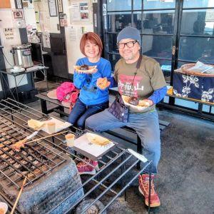 ご常連の @jin.harashima さん& @makikobear さんご夫妻です武蔵御嶽神社の #節分祭 に行かれた後、炭鳥ikadaでお昼ごはんにして下さいました🥚仲睦まじく召し上がるご様子が、いつもとっても素敵です🤗#テディベア作家 でもあるmakikoさん、先日 #青梅夜具地 の #テディベァ の新作が出来上がったそうなので、又置かせて頂く事にしました大熊小熊、ひとまず各1匹限定です近日postしますのでお楽しみに〜毎度ご来店ありがとうございます️http://ikadamitake.com営業時間・1月〜3月 11〜16時4月〜12月 11〜17時金曜定休(祭日は営業)Tel.0428-85-8726#むかし鳥 #体験型 #炭鳥ikada #ばくだん #mitake #御岳 #御嶽駅 #御岳山 #御岳山ロックガーデン #武蔵御嶽神社 #御岳神社 #御岳渓谷 #御岳ランチ  #青梅ランチ #奥多摩フィッシングセンター #奥多摩 #奥多摩湖 #バイク #ロードバイク #サイクリング #カヌー #カヤック #ラフティング #riversup #御岳ボルダー #ペット可