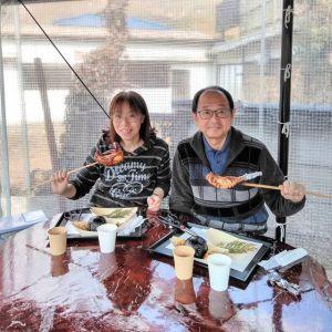 神奈川県川崎市からお越しのご夫婦です以前から炭鳥ikadaの前はよく通っていらして、昨年11月末に放映された #日本テレビ さんの #ぶらり途中下車の旅 をご覧になって、あのお店だ!と思っていらしたそうで、本日お昼ごはんにお立ち寄り下さいました🥚今日は当店を目当てにドライブなさっていらしたとの事、とっても嬉しかったです🤗ご来店ありがとうございましたhttp://ikadamitake.com営業時間・1月〜3月 11〜16時4月〜12月 11〜17時金曜定休(祭日は営業)Tel.0428-85-8726#むかし鳥 #体験型 #炭鳥ikada #ばくだん #mitake #御岳 #御嶽駅 #御岳山 #御岳山ロックガーデン #武蔵御嶽神社 #御岳神社 #御岳渓谷 #御岳ランチ  #青梅ランチ #奥多摩フィッシングセンター #奥多摩 #奥多摩湖 #バイク #ロードバイク #サイクリング #カヌー #カヤック #ラフティング #riversup #御岳ボルダー #ペット可