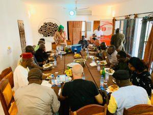 Echange du  Fonds africain pour la culture avec ses artistes donateurs autour d'un déjeuner convivial