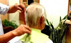 老人 散髪 床屋