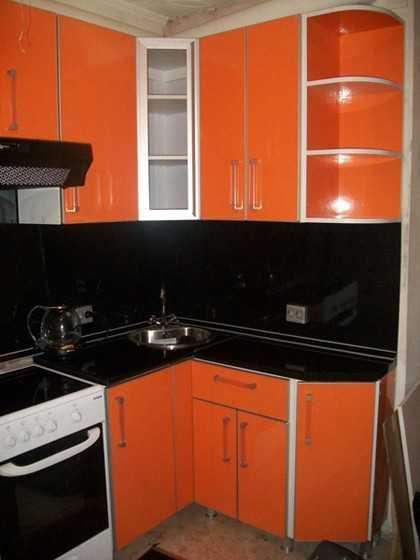 Для оранжевой кухни обои – для стен в интерьере, фото ...