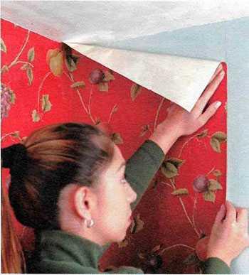 Наклейка обоев на стену своими руками – как самой, видео ...