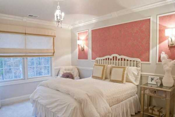 Варианты поклейки обоев в спальне двух видов фото