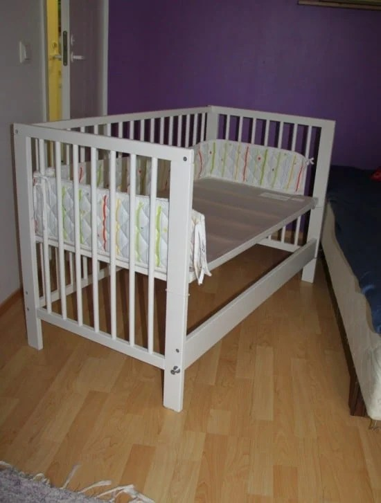 Superb Easy access between the bed and crib