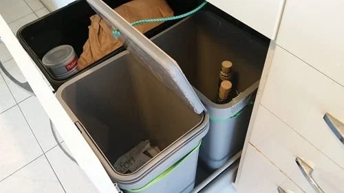 Automatic VARIERA kitchen trash bin for METOD drawer | IKEA Hackers