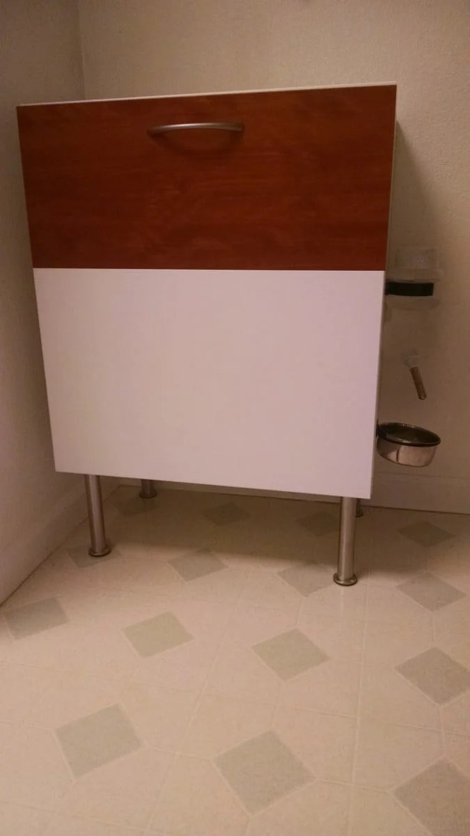 Besta dog proof recycle and trash cabinet ikea hackers for Papelera reciclaje ikea