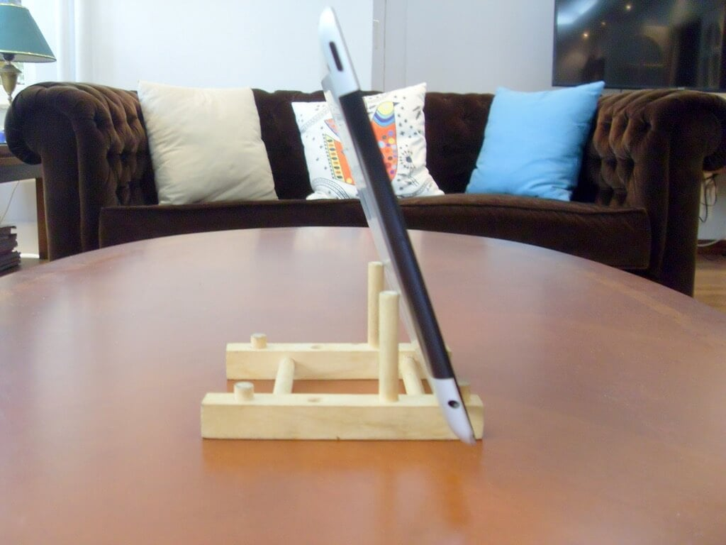 Turn a cheap wooden plate holder to an ipad stand ikea for Ikea plate storage