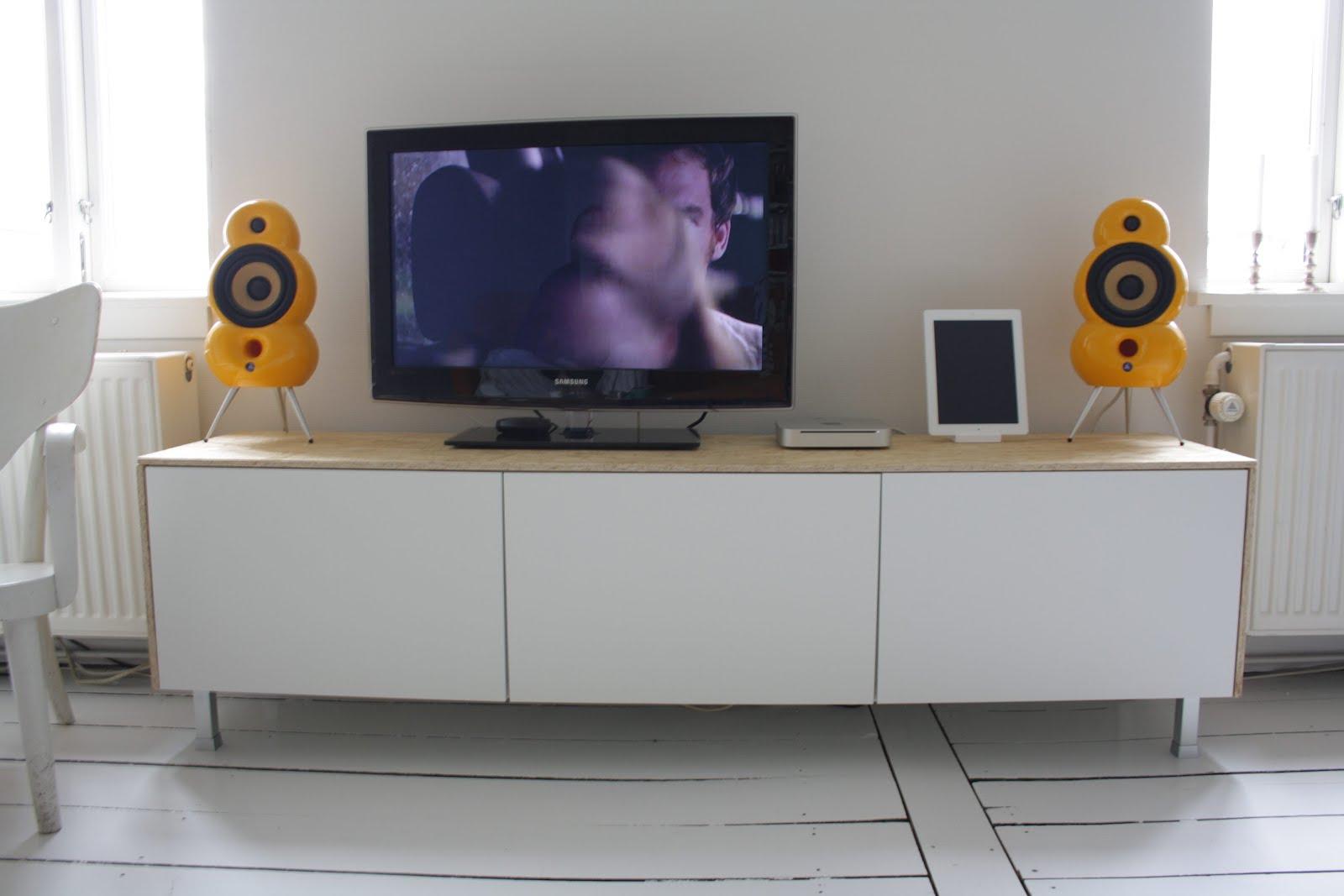Clean sleek media console from besta ikea hackers - Ikea modulos salon ...