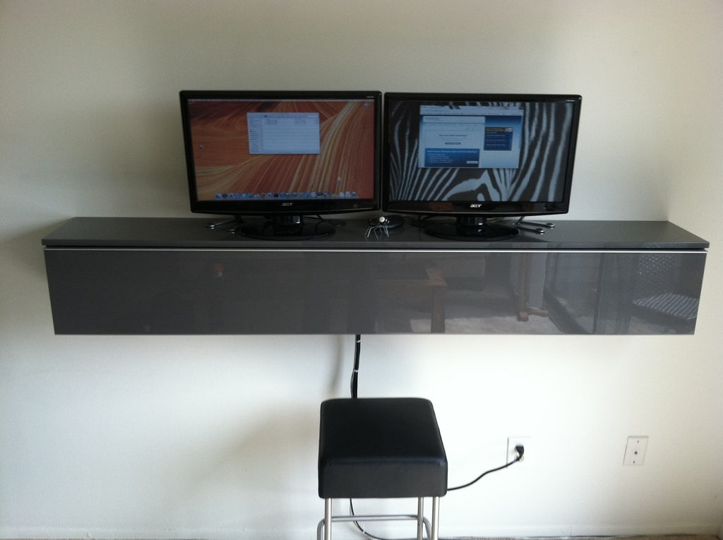 Workstation Wallmount - Ikea   Mac Mini   Win
