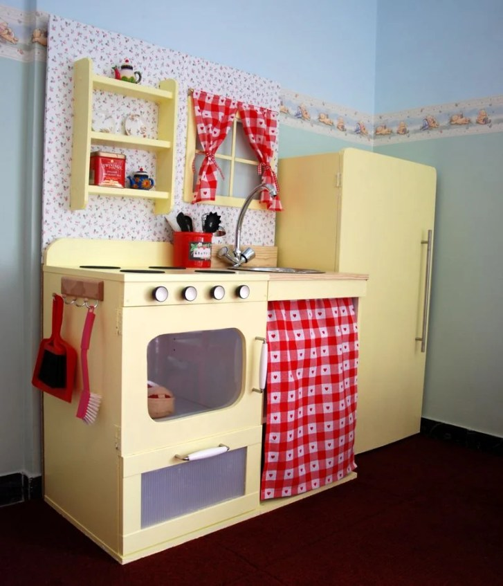Vintage Style Play Kitchen Hackers