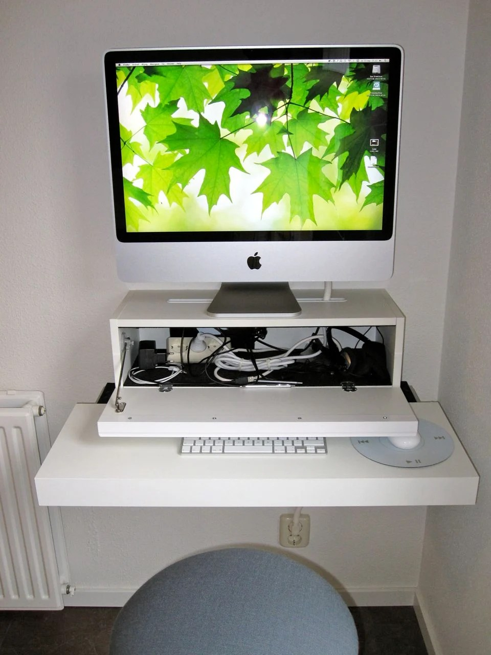 Imac computer desk ikea hackers for Email ikea com