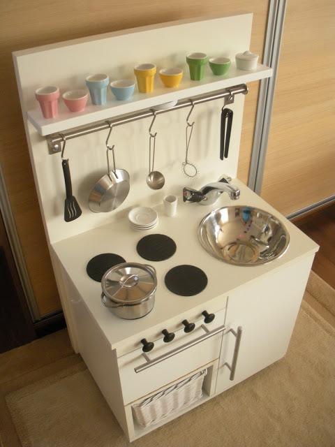 Snowwhite playkitchen from hungary ikea hackers - Ikea piatti cucina ...