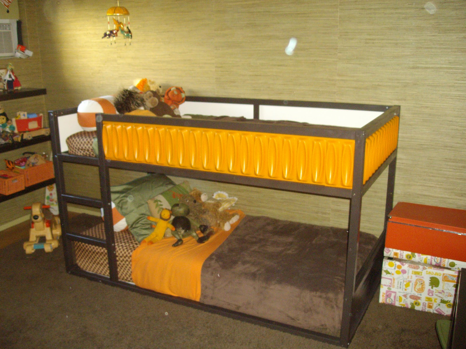 Simple Materials Kura bed