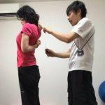 肩甲骨の右と左の痛み