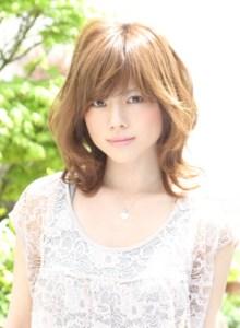 春 ミディアム 髪型 女性 人気 1