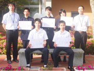 壱岐高中国語(入賞した中国語コースの生徒と指導教諭)