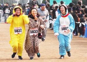 マラソン(コスプレランナーも大会を盛り上げた)