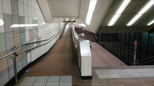 車椅子で行く新宿地下通路バリアフリー情報 雨に濡れずにどこまで行けるか