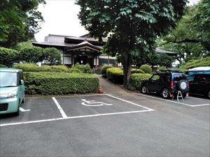 障害者用駐車場へのアクセス