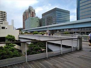デックス東京ビーチ経由で3Fに直結します。