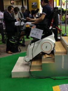 一戸建て住宅の必需品 家庭用の車椅子電動昇降機