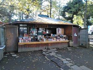 鬼子母神境内にある駄菓子屋「上川口屋」