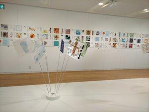 障がいのあるアーティストの作品展 デザインハブ「フレフレハンカチ」
