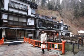 日本銀山溫泉 東北山形景點推薦銀山溫泉 神隱少女的湯婆婆屋場景,百年日式街屋老旅館,美食景點推薦