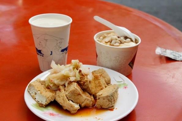 【台東池上美食】池上福原豆腐店 @老闆有心機!!!完全不像豆腐的炸香豆腐,整個好軟嫩