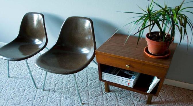 イームズにもピッタリの細い椅子脚用カバー